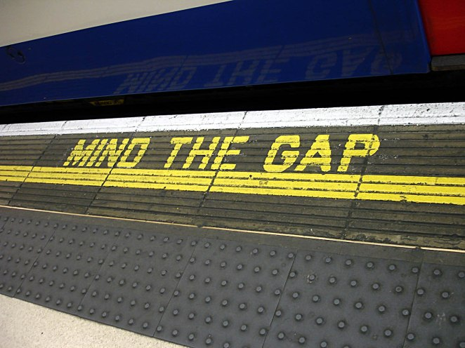 Bakerloo_line_-_Waterloo_-_Mind_the_gap.jpg