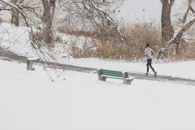 runner-in-snow-park_925x.jpg