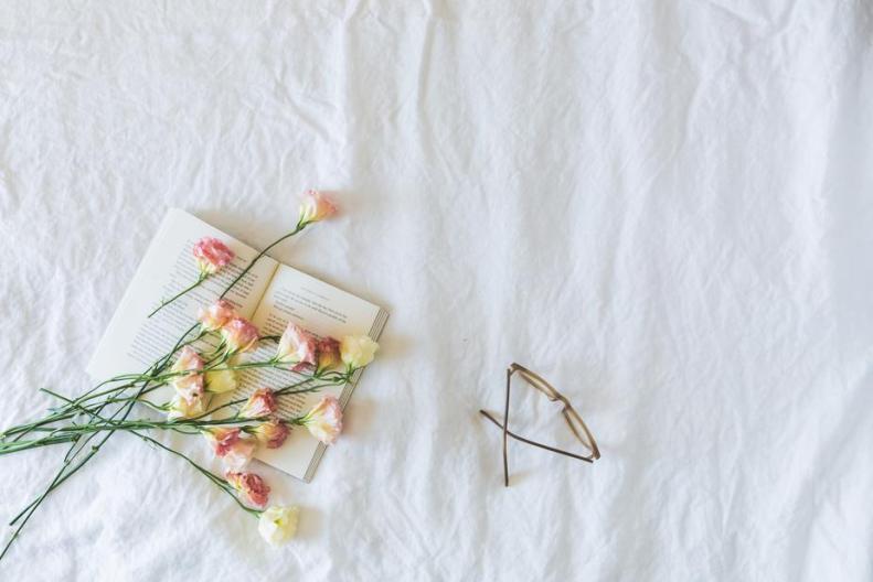 book-flowers-glasses-flatlay_925x